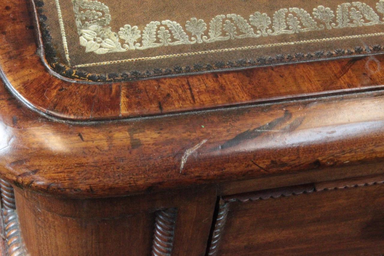 Partners Desk Leather Top Carved Mahogany - Partners Desk Leather Top Carved Mahogany - RIAM