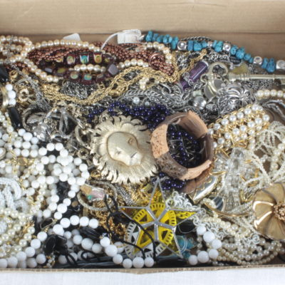 Jewelry & Accessories Box Lot 1