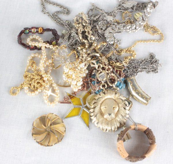 Jewelry & Accessories Box Lot 1